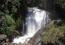 lakkam waterfalls in munnar